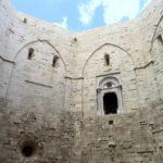 Castel del Monte, the walls