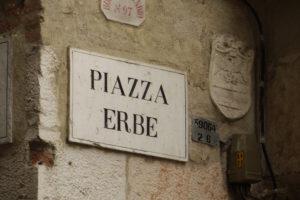 Verona, Piazza delle Erbe - Flickr User Richard (@ladyous)