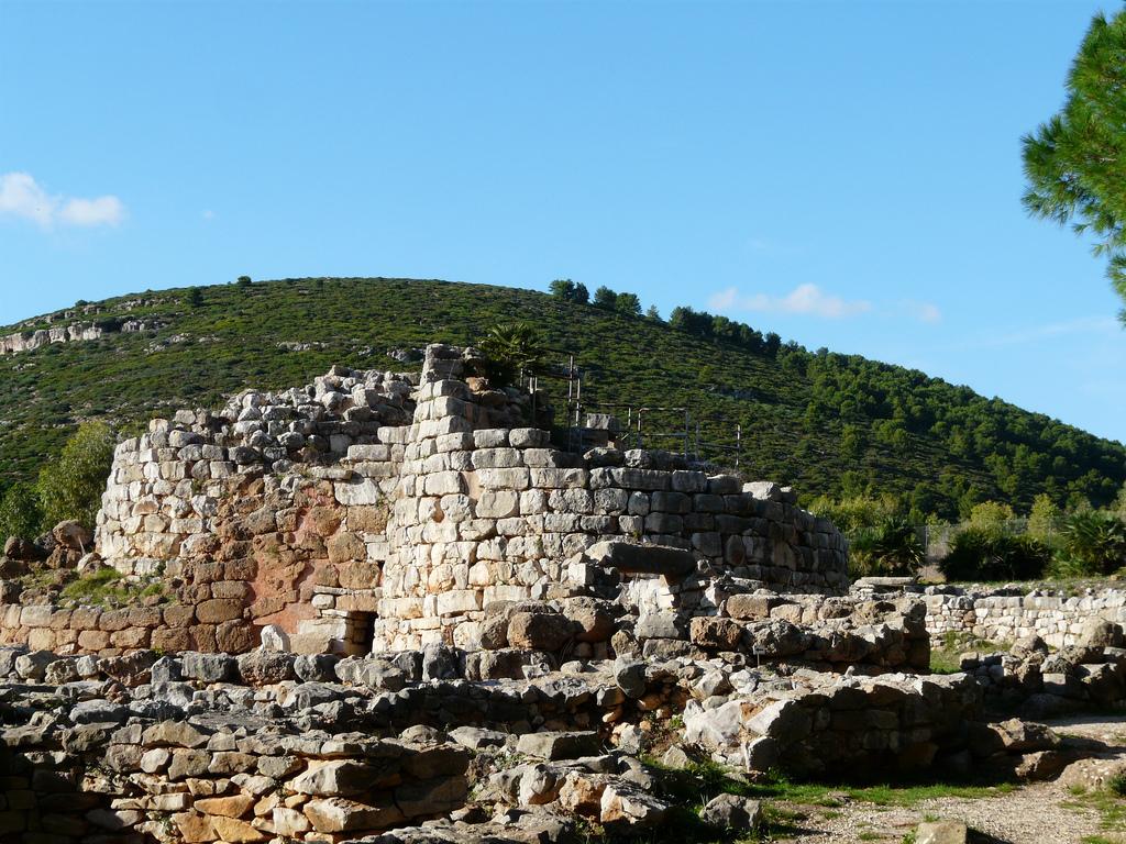Nuraghe di Palmavera, Sardegna. Immagine di Flickr User Tristan Ferne
