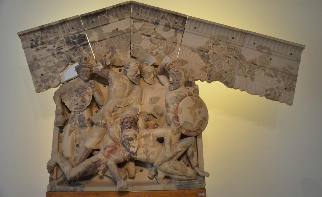 Rilievo etrusco in terracotta raffigurante scene del mito dei Sette contro Tebe