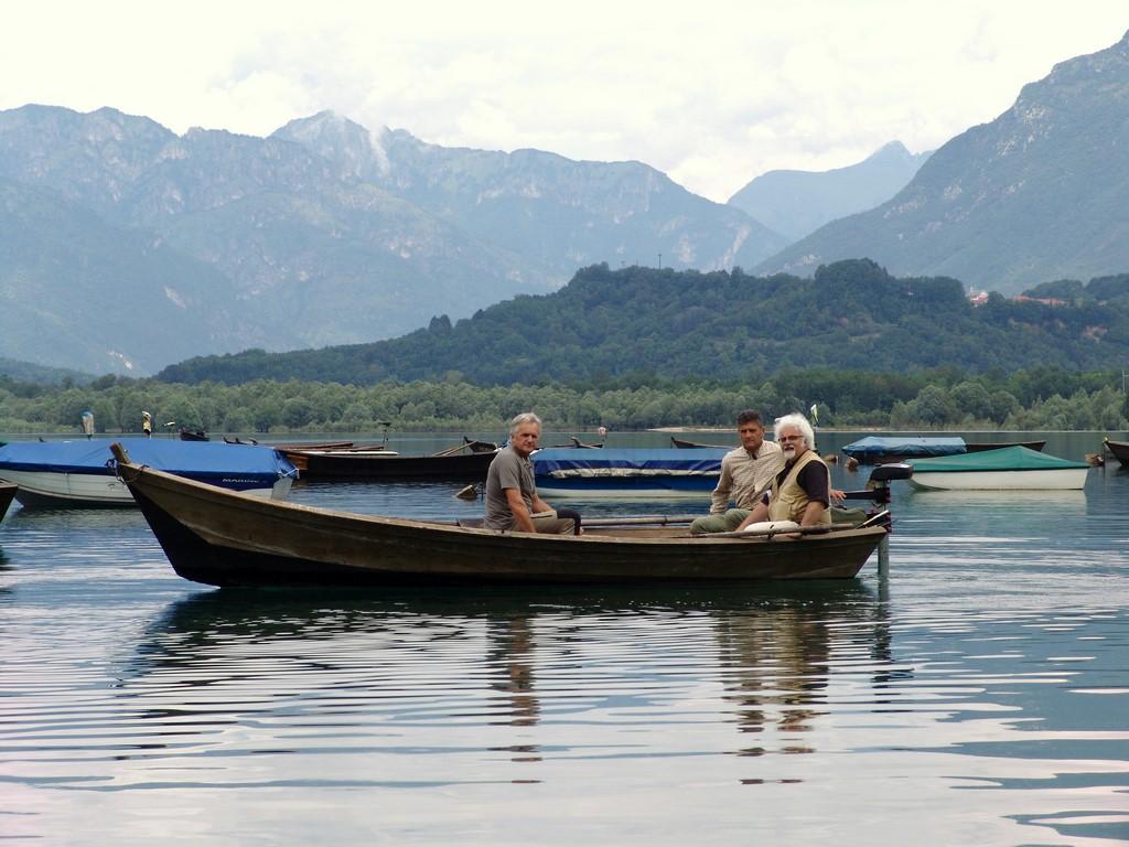 In barca a vela sul Lago di Santa Croce
