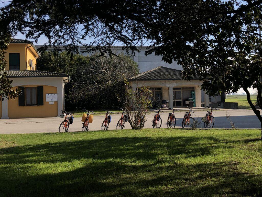 Le bici di Girolibero al caseificio