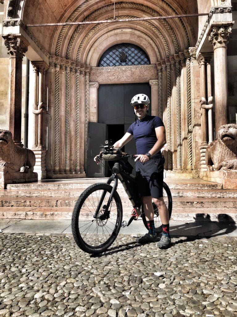 sasha in bicicletta