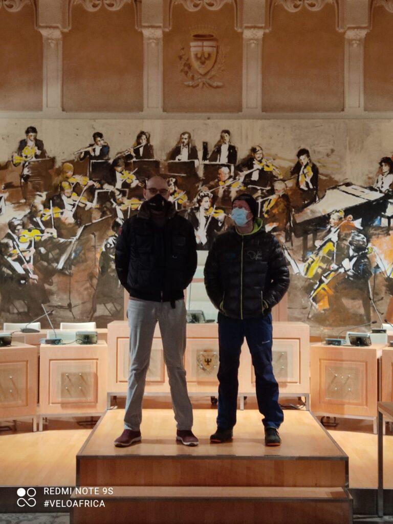 Daniele e il Sindaco di Acqui Terme nella sala del Comune della città