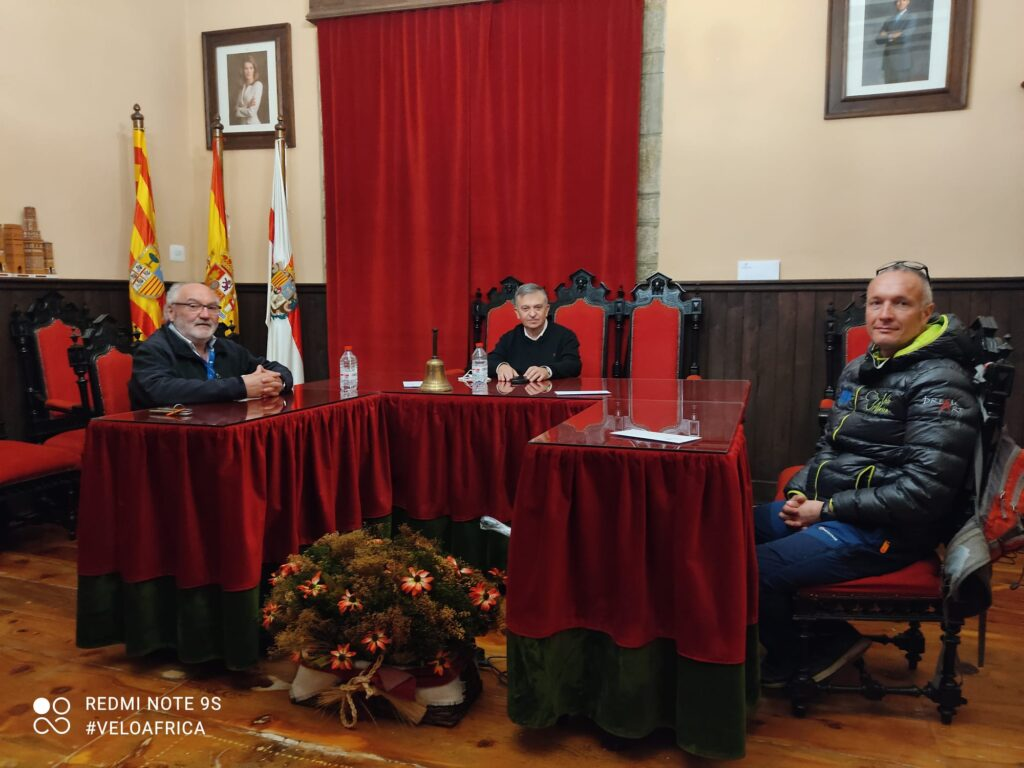 Daniele che incontra il sindaco di Rubielos de Mora
