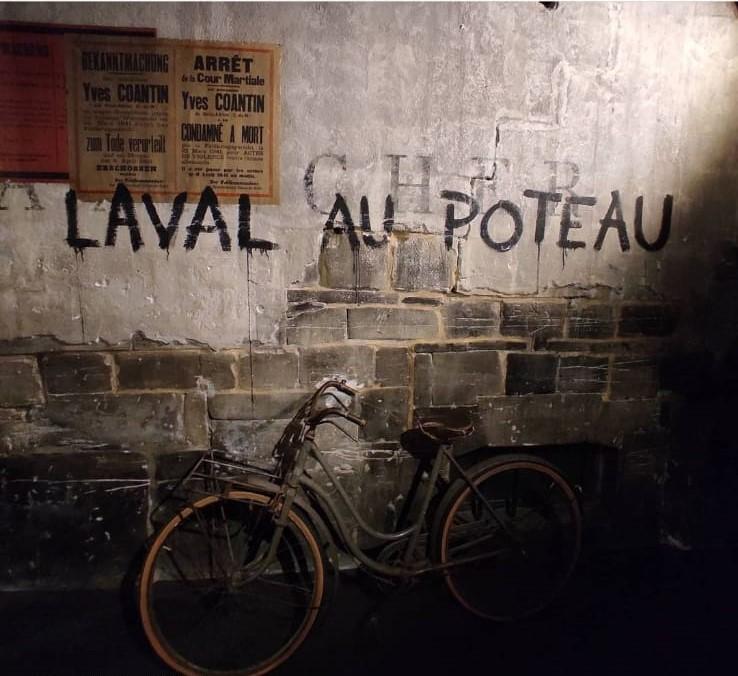 Su un muro del Memoriale di Caen