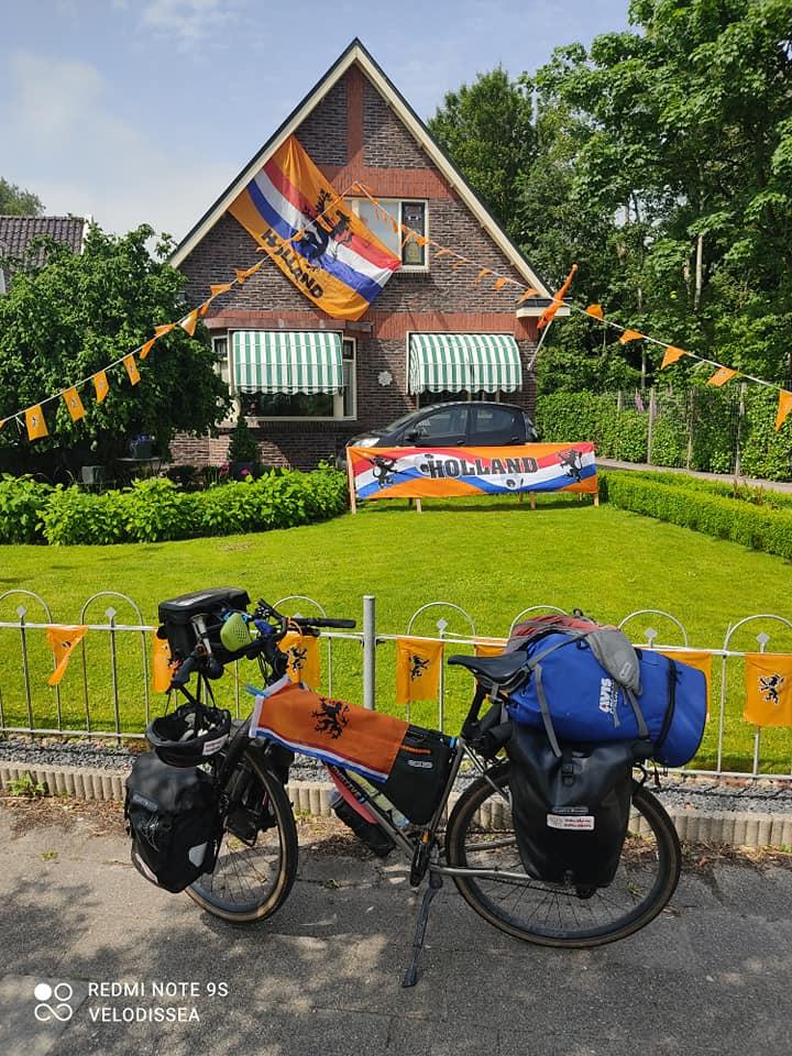 Sostenendo la nazionale olandese