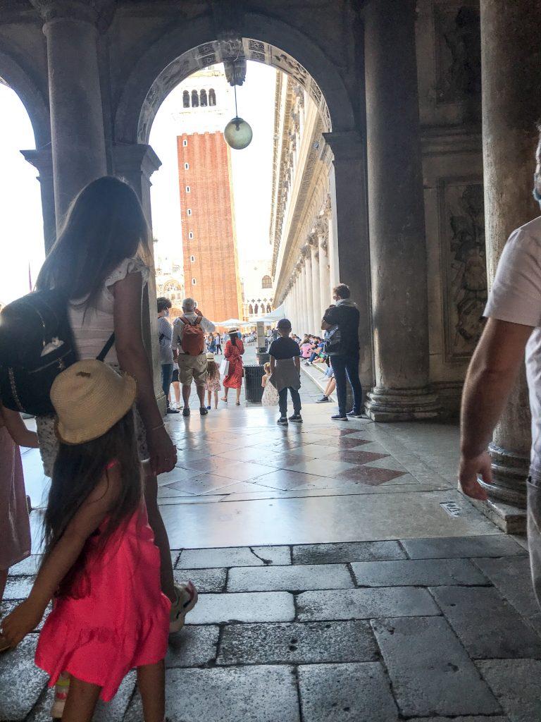 Entrata in Piazza San Marco arrivando da Calle Vallessa