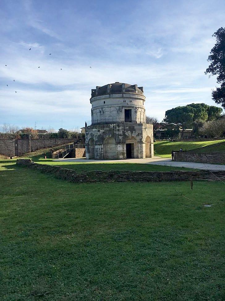 Mausoleo di Teodorico, prezioso monumento facilmente accessibile un percorso di connessione